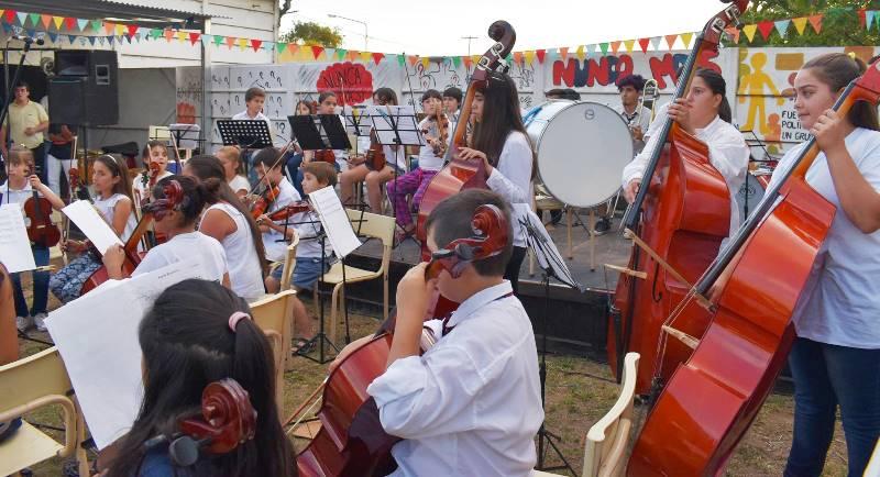 Daireaux: Concierto de la Orquesta Escuela.