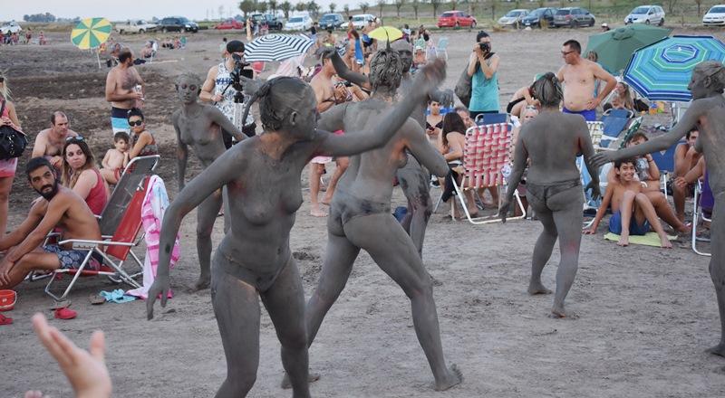 Carhué: Pintura con fango
