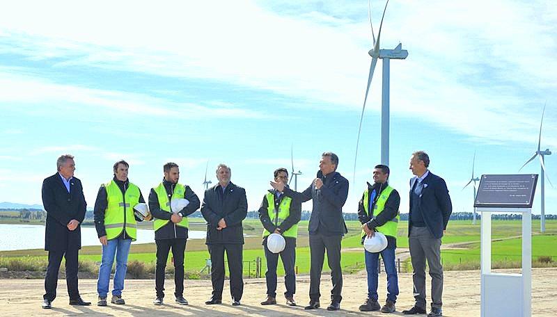 Inauguran obra de energía eólica